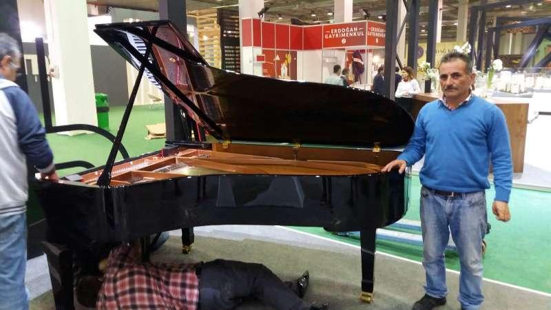 Piyano Taşıma işlemi özel eğitimli ekip ve özel ekipmanla mümkündür.